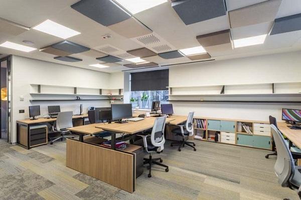 办公室装修施工现场安全,企业前台形象墙设计重要性