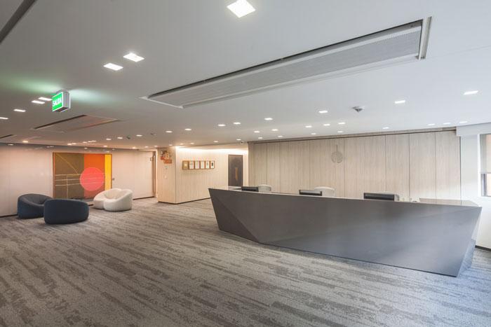 大型的办公室如何选购桌椅?