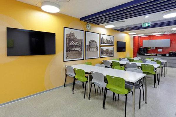 办公室家具如何布置,办公室屏风色彩应用