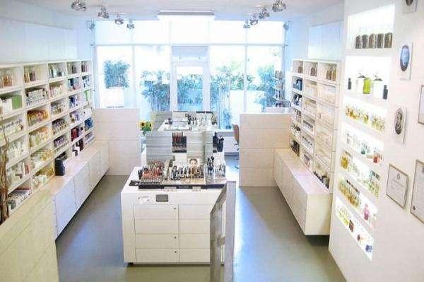 化妆品店内布置图片