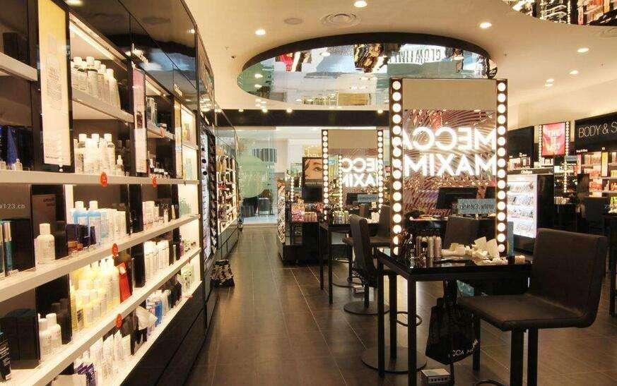 小型化妆品店装修图片