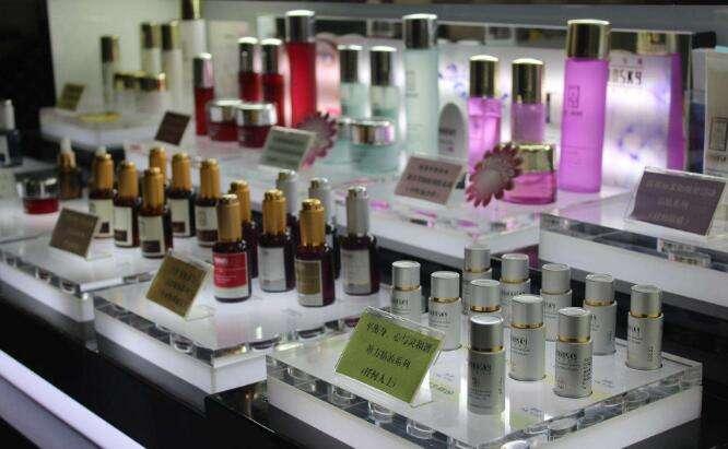 小型化妆品店装修效果图